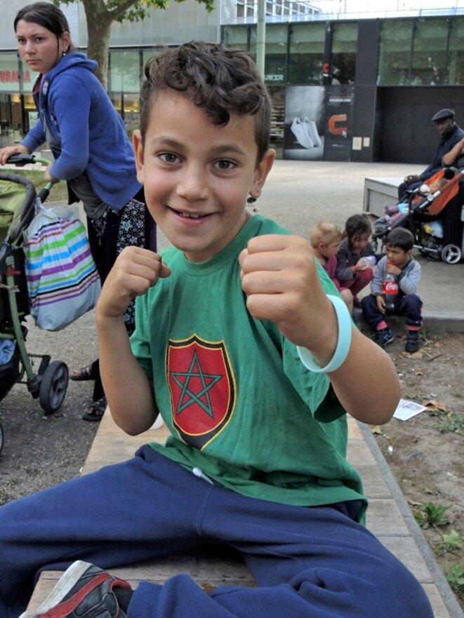 Elvis, huit ans, reprend l'école jeudi après plus d'un mois de vie dans la rue © Gilles Walusinski