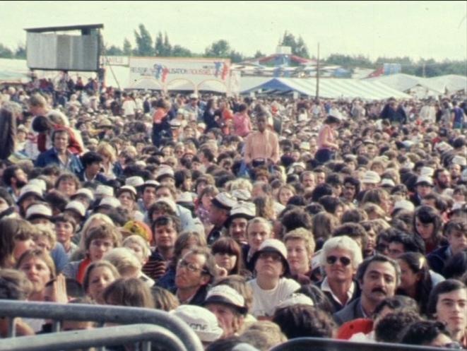 La foule assistant au concert d'Eddy Mitchell, fête 1981. Coll. Ciné-Archives