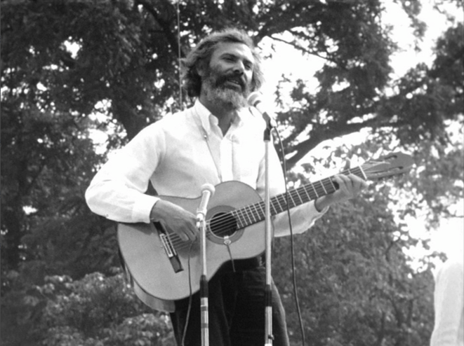 Georges Moustaki, fête 1969. Coll. Ciné-Archives