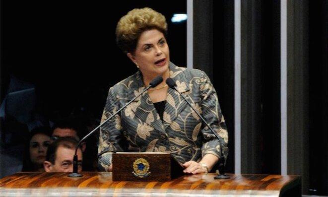 Dilma Rousseff, lors de son discours devant le Sénat. © Edilson Rodrigues/Agência Senado