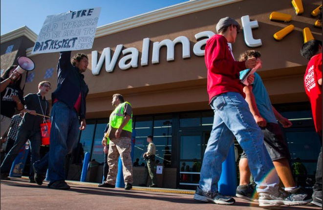 Action d'Our Walmart devant un magasin aux États-Unis en 2016 © Reuters