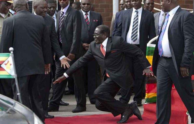 Robert Mugabe trémuche à Harare le 4 février 2015. - AP/SIPA