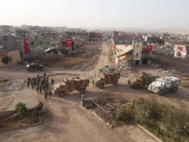 L'armée turque pose dans ville de Nusaybin rasée