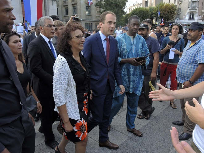 Montreuil, fête de la Libération le 3 septembre 2016. Le maire Patrice Bessac et une adjointe à la rencontre des habitants. © Gilles Walusinski