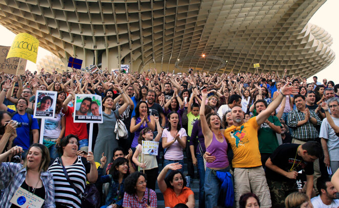 Une assemblée du mouvement indigné, le 20 mai 2011 à Séville (Andalousie). © Javier Diaz - Reuters.