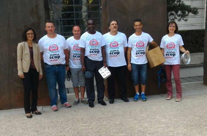 Lundi, les salariés d'Ecopla ont été reçus à Bercy puis par Emmanuel Macron. © DR