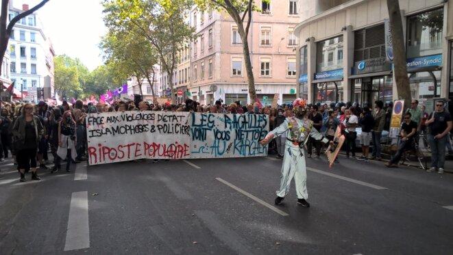 La tête du cortège et la banderole des autonomes © R.Liechti