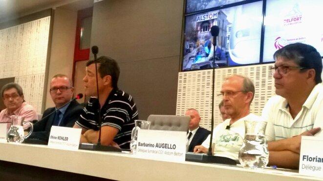 Le maire de Belfort, Damien Meslot (2e à partir de la gauche), aux côtés d'André Fages (CFE-CGC), Olivier Kohler (CFDT) et Barbarino Augello (CGT), lors du conseil municipal extraordinaire, le 14 septembre. © D.I.