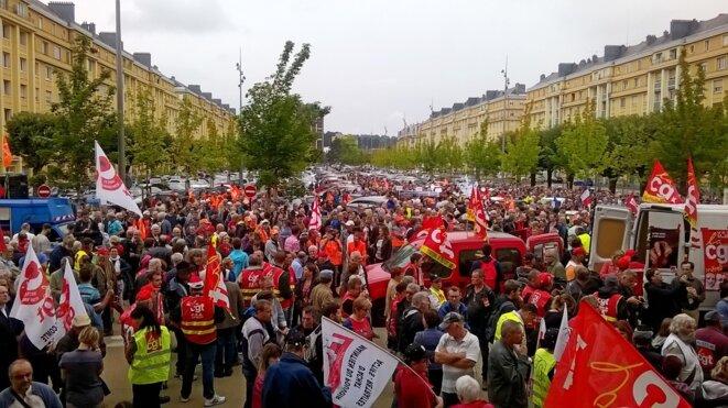Devant la maison du peuple, à Belfort, le 15 septembre. © D.I.