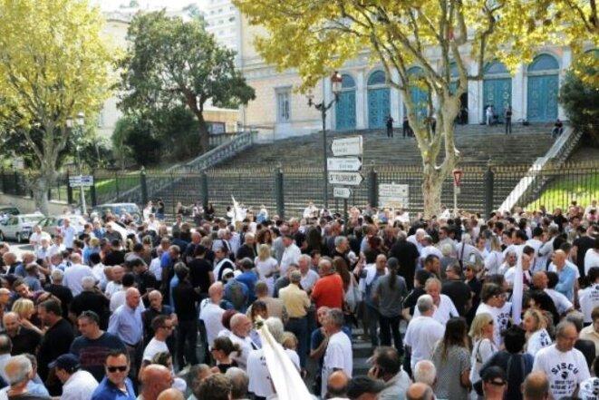 Rassemblement populaire devant le Tribunal de Bastia © Didier CODANI