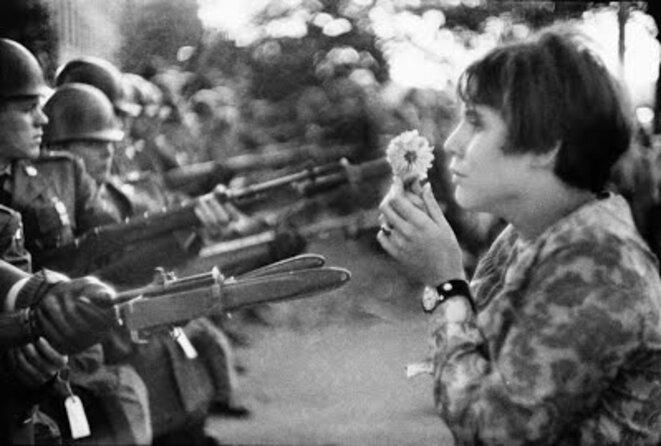 jeune-fille-a-la-fleur