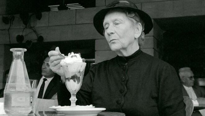 la-vieille-dame-indigne