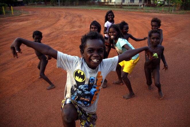 Enfants aborigènes à Ramingining, au nord de la Terre d'Arnhem, dans le Territoire du Nord, en Australie © Reuters/David Gray