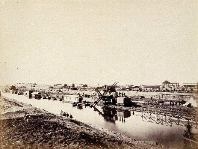 Chantier d'El Ferdane. Photographie de Louis Cuvier publié dans son Album sur l'isthme de Suez en 1867.
