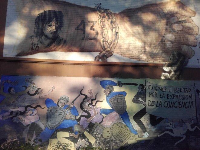 Graffiti pour les 43 étudiants disparus, à l'école d'Ayotzinapa © Clément Detry