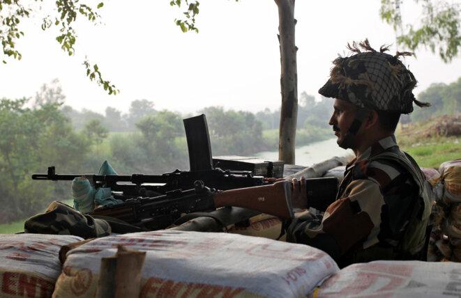 Un soldat indien à la frontière avec le Pakistan, le 30 septembre 2016 © Reuters