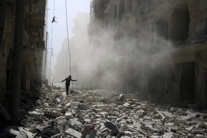 Après un bombardement, le 25 septembre, à Alep © Abdalrhman Ismail Reuters