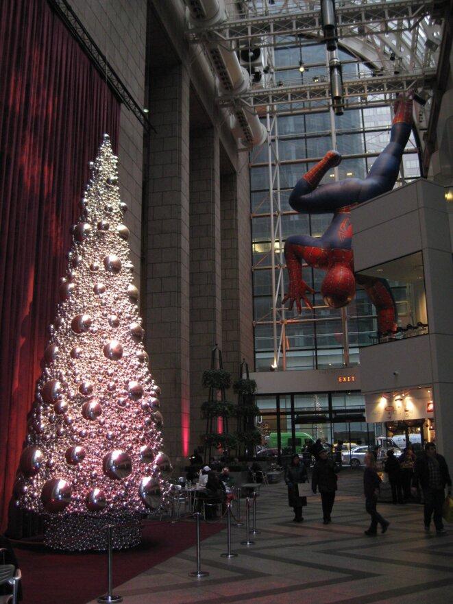 Dans l'atrium de l'AT&T Building de Philip Johnson, le post-modernisme poursuivi par tous les moyens ?