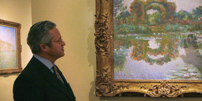 Guy Wildenstein devant une toile de Claude Monet. © Reuters