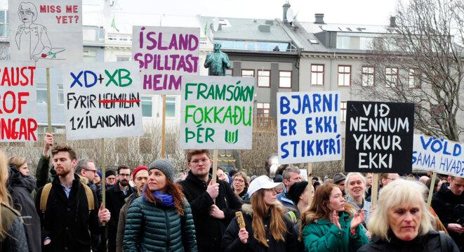 Manifestation pour la démission du premier ministre islandais le 5 avril 2016 à Reykjavik © Stigtryggur Johannsson / Reuters.