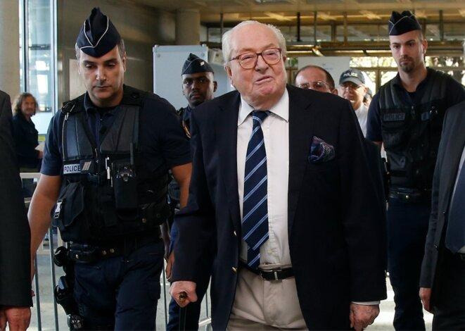 Jean-Marie Le Pen à son arrivée au tribunal de grande instance de Nanterre, le 5 octobre. © Reuters
