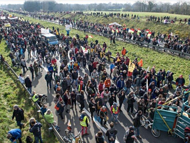 Manifestation contre l'aéroport de Notre-Dame-des-Landes sur une autoroute à 4 voies, 27 février 2016 (Isabelle Rimbert)