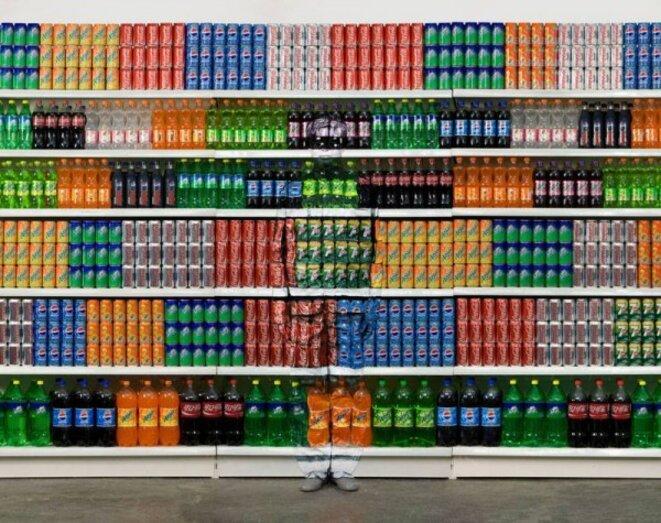 """Liu Bolin, """"Supermarket"""" © DR"""