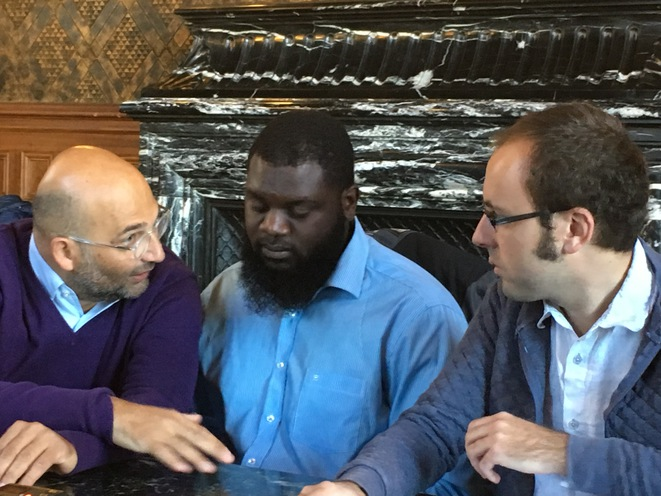 Me Slim Ben Achour, Maurice M. et Guillaume Vadot, jeudi 6 octobre à la mairie de Saint-Denis © CG