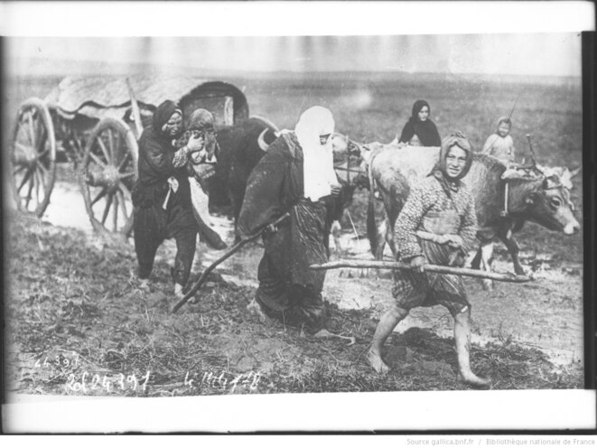 Exil de civils sur les routes des Balkans pendant les guerres balkaniques, 1912. Agence Rol, Paris. Source: www.gallica.bnf.fr