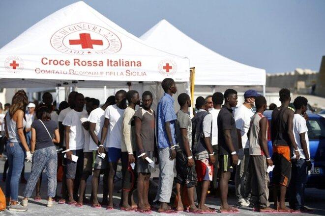 Selon le Ministère de l'Intérieur italien, les centres de rétention, ou d'accueil comme celui-ci, à Pozallo, hébergent à ce jour plus de 160 000 personnes © AFP