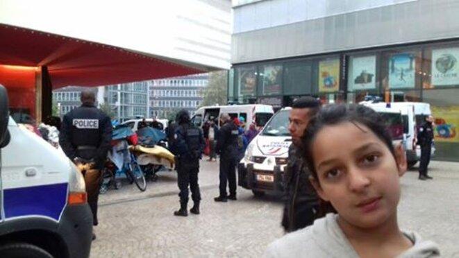 Contrôle des familles Roms expulsées. Montreuil 11 octobre 2016 © JK
