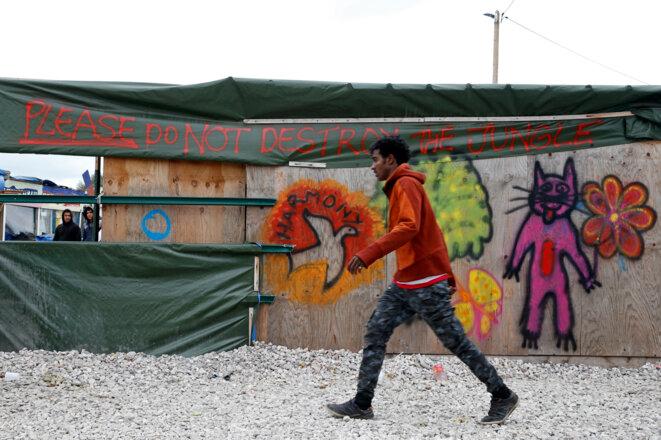 À Calais, dans le bidonville, le 12 octobre 2016. © Reuters