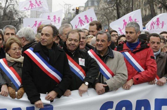 Cortège d'élus UMP (ex-LR) à « La Manif pour tous » du 13 janvier 2013, à Paris. © Reuters