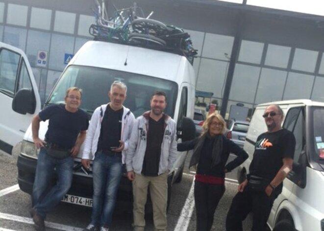 Les chauffeurs de la Caravane Sud, de gauche à droite : Dominique, Christophe, Jocelyn, Sylviane et Philippe © Philippe Gasser
