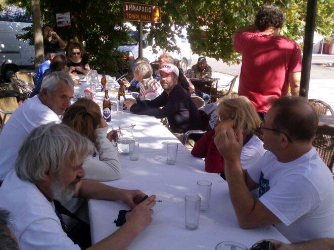 Repas à Tyria (Grèce) © Christophe Sauvant