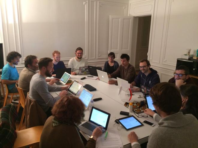 Les rapporteurs citoyens au travail lors de la Crowdsourcing Party – 17/10