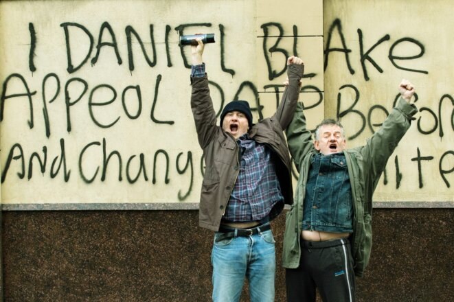 À gauche, Daniel Blake (Dave Johns) devant son «installation artistique »