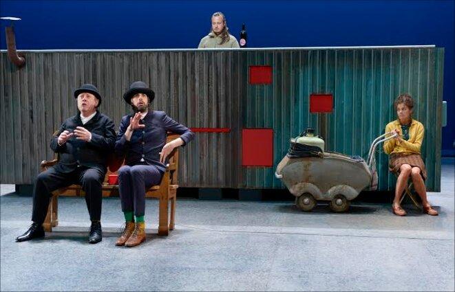 """scène du spectacle """"Bouvard et Pécuchet"""" © Enguerand"""