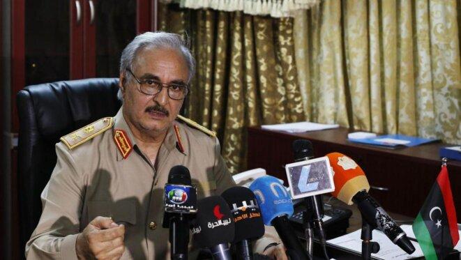 Le général Khalifa Haftar, soutenu militairement par Paris. © Reuters