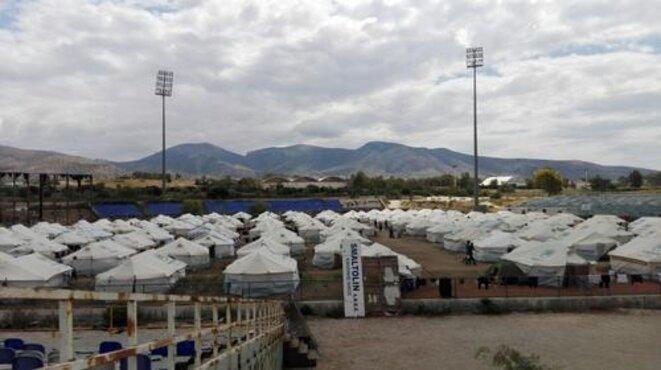 Mai 2016 : dans la banlieue d'Athènes, l'ancien aéroport Elliniko a été transformé en trois stades sportifs pour les Jeux Olympiques en 2004. Les infrastructures sont maintenant utilisés pour accueillir les hommes, les femmes et les enfants qui ont fui leur pays. © MSF