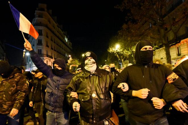 7785386898-des-policiers-manifestant-dans-la-rue-a-paris-le-20-octobre-2016