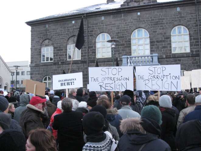 Manifestation de 2008 devant le Parlement islandais. La crise financière a profondément touchée le pays et transformé le paysage politique.