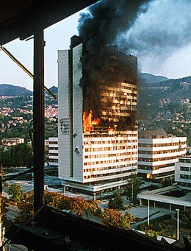 Incendie du Parlement de Bosnie à Sarajevo © Wikipedia