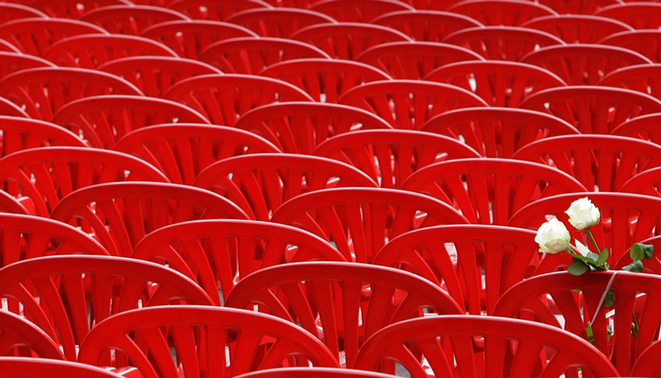 Avril 2012 : 11 541 chaises pour évoquer les morts du siège de Sarajevo © DR