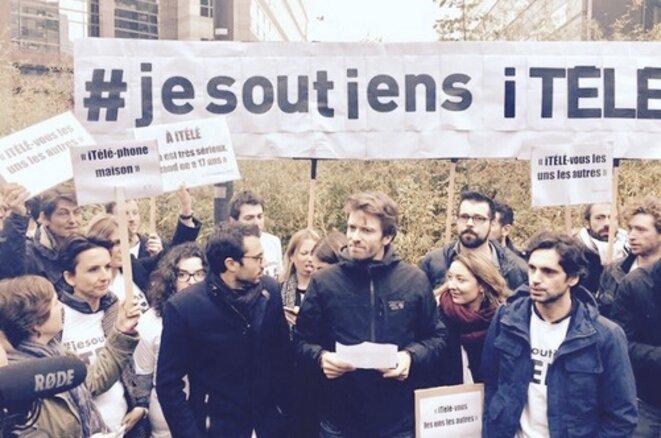Au milieu, Antoine Genton, président de la SDJ d'i-Télé