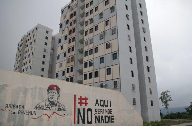 Un portrait de Hugo Chavez à Ciudad Caribia. « Ici, personne ne se rend »… © JB Mouttet