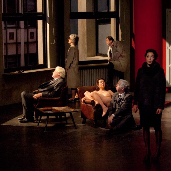 """Scène du spectacle """"Le Temps et la Chambre"""" © Michel Corbou"""