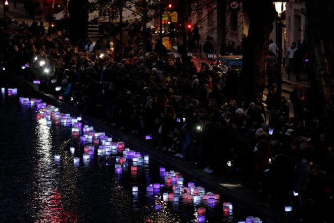Canal Saint-Martin (Paris), hommage aux victimes du 13-Novembre, un an après. © Reuters.