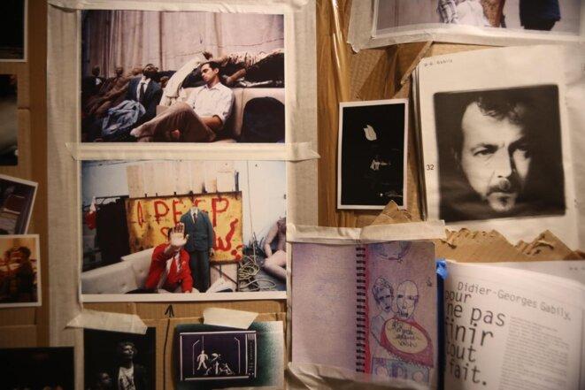 Photos, articles, programmes couvraient les murs du théâtre © Gilles Masson