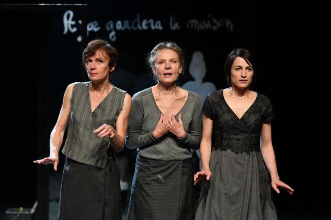 De gauche à droite Aline Le Berre, Laurence roy, Delphine Cogniard © Frédéric Desmesure